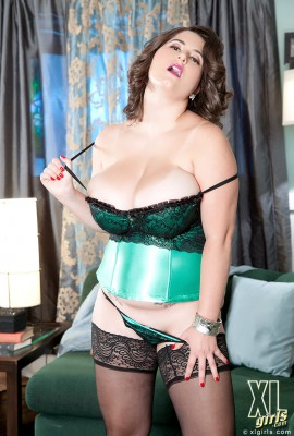 Alana_Lace_In_A_Corset_07
