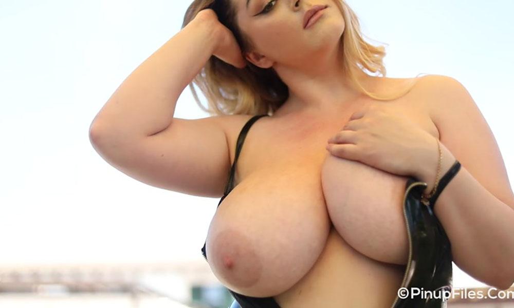 Holly garner big boobs Holly Garner Mybigtitsbabes